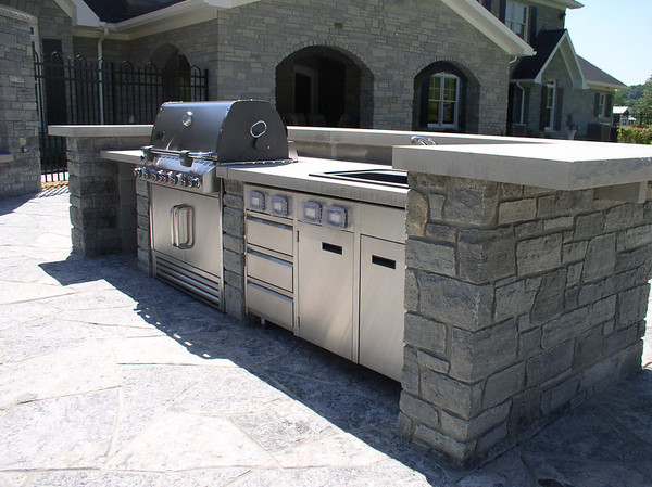 The only thing missing in this outdoor kitchen is the pizza oven!