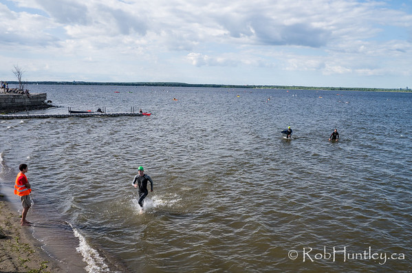 Swimmers arriving. Ottawa Riverkeeper 4K Swim. Kite aerial photograph.