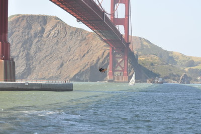 Kitesurfing Under the Golden Gate Bridge 4-26-09
