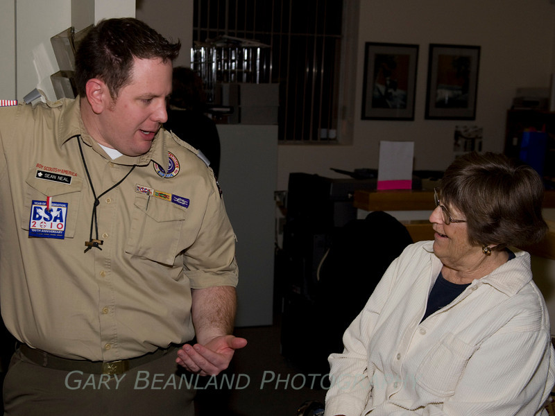 Sean Neal chats with museum volunteer of the year, Carolyn LaFountaine.  ZL2A8254