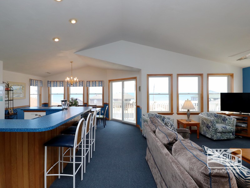 Top-Level Floor w/ Ocean Views