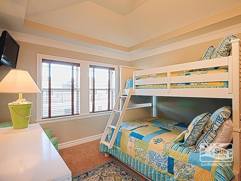 Pyramid Bunk Master Bedroom