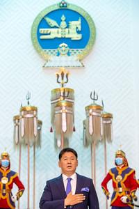 """2021 оны долдугаар сарын 10. Монгол Улсын Үндсэн хуулийн Гучин гуравдугаар зүйлийн 1 дэх хэсгийн 7 дахь заалт, Гучин дөрөвдүгээр зүйлийн 1, Монгол Улсын Ерөнхийлөгчийн тухай хуулийн 9 дүгээр зүйлийн 1, 15 дугаар зүйлийн 1 дэх хэсэг, Монгол Улсын Ерөнхийлөгчийн 2021 оны хоёрдугаар сарын 03-ны өдрийн 07, 2021 оны гуравдугаар сарын 15-ны өдрийн 37 дугаар зарлигийг тус тус үндэслэн Монгол Улсын Ерөнхийлөгч У.Хүрэлсүх зарлиг гаргаж, цэргийн дээд цол хүртээлээ.  ЦЭРГИЙН ДЭЭД ЦОЛ ХҮРТЭЭХ ТУХАЙ МОНГОЛ УЛСЫН ЕРӨНХИЙЛӨГЧИЙН ЗАРЛИГААР: Тагнуулын Ерөнхий газрын дарга, хурандаа Пэлжээгийн Одонбаатар, Цагдаагийн Ерөнхий газрын дарга, хурандаа Жамсранжавын Болд нарт Хошууч генерал цол, Төрийн тусгай хамгаалалтын газрын дарга, хурандаа Пүрэвжавын Батаад Бригадын генерал цолыг тус тус хүртээв.   МОНГОЛ УЛСЫН ЕРӨНХИЙЛӨГЧ У.ХҮРЭЛСҮХ ЦЭРГИЙН ДЭЭД ЦОЛ ХҮРТЭЭСНИЙХЭЭ ДАРАА: """"Эрхэм хүндэт генералууд аа!  Тулгар төрийн 2230, Их Монгол Улсын 815, Үндэсний эрх чөлөө, тусгаар тогтнолоо сэргээн мандуулсны 110, Ардын хувьсгалын 100 жилийн ойг тохиолдуулан Монгол Улсын Ерөнхийлөгч, Зэвсэгт хүчний Ерөнхий командлагч """"Цэргийн дээд цол хүртээх тухай"""" зарлиг гаргаж, өнөөдөр цагдаа, тагнуул болон төрийн тусгай хамгаалалтын байгууллагын албан хаагчдад хуулийн дагуу генерал цол олгож байна.  Монгол Улс 1994 оноос генерал цолыг бий болгон, хууль журмын дагуу олгож ирсэн түүхэн уламжлалтай. Төрийн тусгай албад бол ард иргэд, нийгмийн амар амгалан байдлыг сахин хамгаалж, эрсдэлт нөхцөлд тушаалаар үүрэг гүйцэтгэдэг онцгой үүрэг хариуцлагатай салбар юм. Эдгээр салбарыг удирдаж, албаны үүрэг даалгаврыг чанд биелүүлж, улстөржилтөөс ангид байж, нийгэмдээ болон ард иргэддээ үйлчлэх тангарагтаа үнэнч байж, нэгэн үзүүрт сэтгэлээр сахин биелүүлж байдаг Та бүхэнд ард иргэдийнхээ нэрийн өмнөөс талархал илэрхийлье.  Та бүхэн төрийн тусгай албанд олон жил үр бүтээлтэй, тогтвортой ажиллаж, өргөсөн тангарагтаа үнэнч байж, цолныхоо шаардлагад нийцсэн хүмүүс гэж үзэж байна.  Генерал цол бол нэн хүндтэй цол бөгөөд энэ цолоо"""