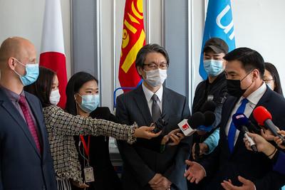 2021 оны зургадугаар сарын 16.  КОВИД-19 цар цахлын эсрэг Япон Улсын Засгийн газраас манай улсад буцалтгүй тусламжаар нийлүүлэх 2.35 сая тун Pfizer вакциний эхний ээлжийн 84240 тун вакциныг  хүлээн авлаа.   ГЭРЭЛ ЗУРГИЙГ Б.БЯМБА-ОЧИР/MPA
