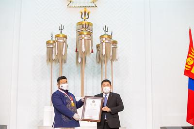 2021 оны есдүгээр сарын 27. Ерөнхий сайд Л.Оюун-Эрдэнэ Олимпийн наадамд амжилттай оролцсон тамирчин дасгалжуулагч болон шүүгчдэд шагнал урамшуулал олголоо. ГЭРЭЛ ЗУРГИЙГ Б.БЯМБА-ОЧИР/MPA