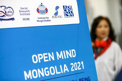 """2021 оны есдүгээр сарын 21. МУИС-ийн Социологи, Нийгмийн ажлын тэнхимийн 30 жилийн ойн хүрээнд OPEN MIND MONGOLIA 2021: """"Supporting social well-being during and after Covid-19"""" олон улсын эрдэм шинжилгээний хурал боллоо. ГЭРЭЛ ЗУРГИЙГ Б.БЯМБА-ОЧИР/MPA"""