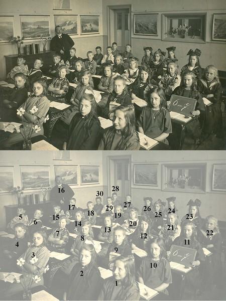 F0444j <br /> Twee albums met schoolfoto's (klassenfoto met leerkrachten) van klassen van De Visserschool. Enkele foto's met alle leerkrachten. De meeste foto's zijn genomen in de jaren '50. Enkele uit de jaren '25/'30. De school had toen de naam de School met den Bijbel.<br /> <br /> <br /> 1<br /> 2<br /> 3<br /> 4<br /> 5<br /> 6<br /> 7<br /> 8<br /> 9<br /> 10<br /> 11<br /> 12<br /> 13<br /> 14<br /> 15<br /> 16meester Wiepkema<br /> 17<br /> 18<br /> 19<br /> 20<br /> 21<br /> 22<br /> 23<br /> 24<br /> 25<br /> 26<br /> 27<br /> 28<br /> 29<br /> 30