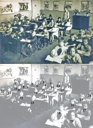 F0144 <br /> Klassenfoto van de School met den Bijbel uit 1929.<br /> <br /> 1Trien Wiepkema<br /> 2Bets van Nieuwkoop<br /> 3Griet Moolenaar<br /> 4Juul Perfors<br /> 5Arie van Nieuwkoop<br /> 6Piet Sluijmer<br /> 7Leen de Man<br /> 8Cor de Jong<br /> 9Jan van Egmond<br /> 10Joop Smit<br /> 11Sam Breijer<br /> 12Bertus Wilbrink<br /> 13Sjaak Wijntjes<br /> 14Truus Boersma<br /> 15Annie Jonker<br /> 16Griet v.d.Voor<br /> 17Rie Kaptein<br /> 18Nel Braam<br /> 19Jannie Smit<br /> 20Kees Honders<br /> 21Ab Winkel<br /> 22Piet Dorsman<br /> 23Jaap Spruit<br /> 24Janie Plagmeijer<br /> 25Maartje Overvliet<br /> 26Nel van Tol<br /> 27Ko de Rhijnsburger<br /> 28Bep de Bruijn<br /> 29Siska Vogelaar
