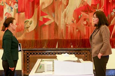 2019 оны есдүгээр сарын 13. Ерөнхий сайд У.Хүрэлсүх Байгалийн түүхийн музей, Үндэсний урлагийн их театр, Чингис хааны музейн архитекторуудтай уулзаж төсөл макеттай танилцав.    ГЭРЭЛ ЗУРГИЙГ Б.БЯМБА-ОЧИР/MPA