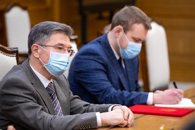 2021 оны хоёрдугаар сарын 16. Монгол Улсын Ерөнхий сайд Л.Оюун-Эрдэнэ ОХУ-ын элчин сайдыг хүлээн авч уулзаа.  ГЭРЭЛ ЗУРГИЙГ Б.БЯМБА-ОЧИР/MPA
