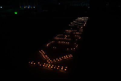 2021 оны тавдугаар сарын 18. МоАХ-оос коронавирус цар тахлаар амь насаа алдсан 221 иргэнийг дурсан хүндэтгэж МАН-ын байрны гадаа зул өргөв. ГЭРЭЛ ЗУРГИЙГ Д.ЗАНДАНБАТ/MPA