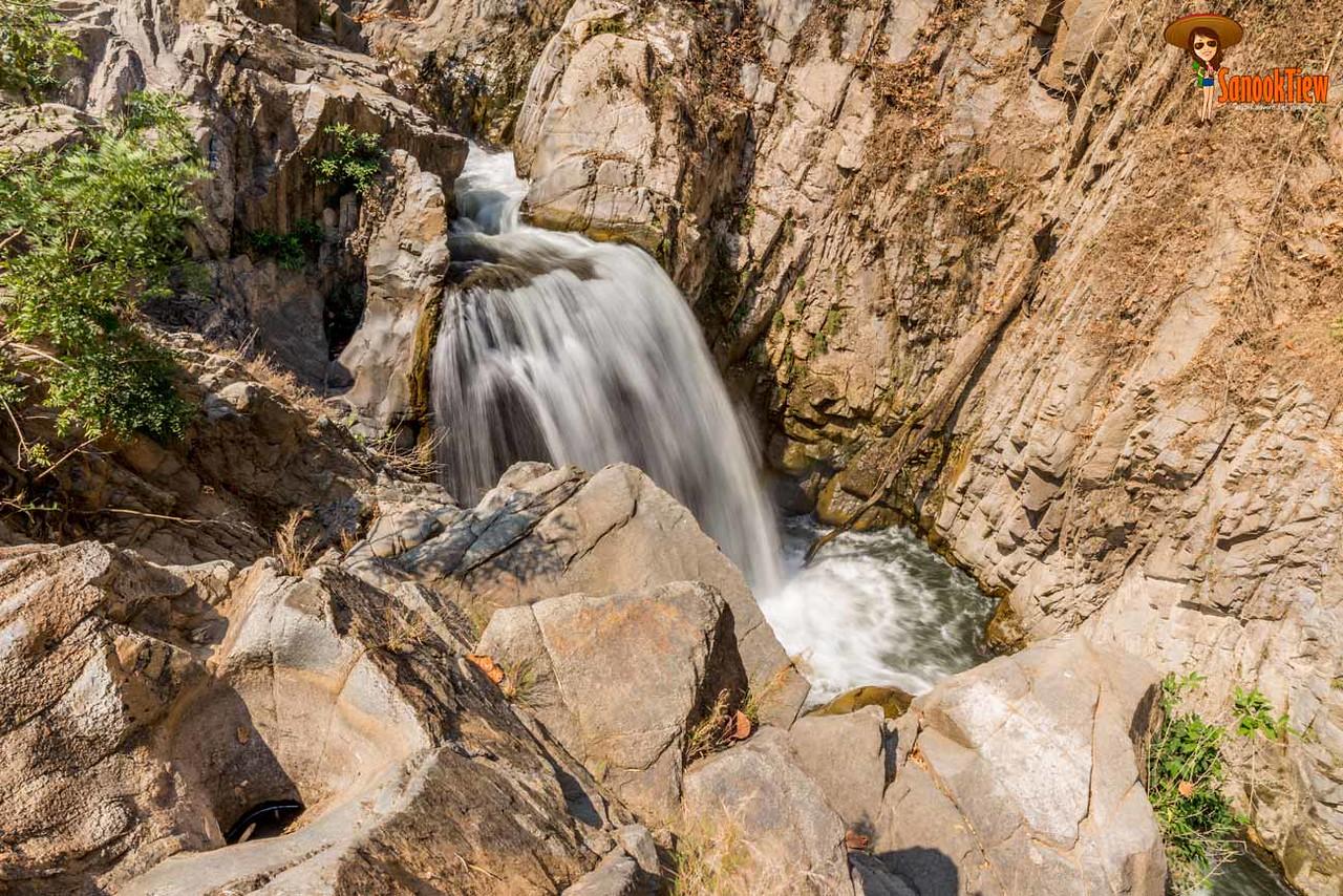 เล่น น้ำตกคลองวังเจ้า ณ อุทยานแห่งชาติคลองวังเจ้า กำแพงเพชร - ตาก