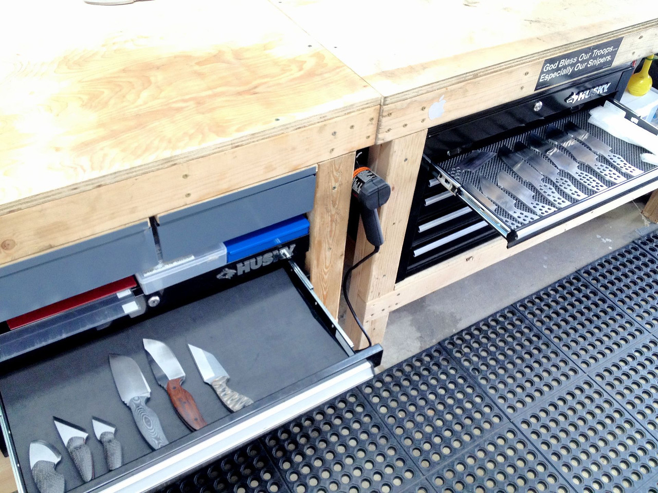 The added drawer space allows me to separate batches based on their progress.  The batch on the left is ready for sheaths.  The batch on the right is ready for heat treat.  You can also see the convenient placement of my heat gun between the benches.