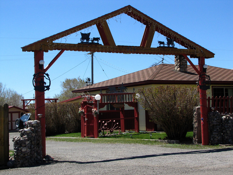 We have a thing for rustic and fancy ranch entrances. This is the first one we've seen set up on a property right in town. Nicely done.