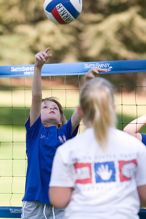 Sydney Kane setting the ball. Blue Dolphins, US Youth Volleyball League.