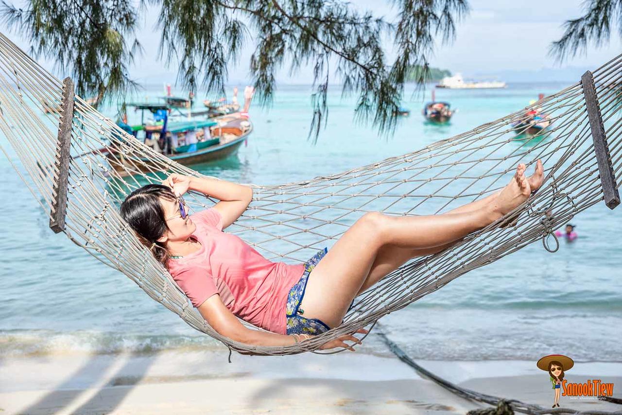 ที่พัก เกาะหลีเป๊ะ หยกชอบที่ชิวๆ แบบที่มีเปลญวนให้นอนชมวิวริมหาดค่ะ