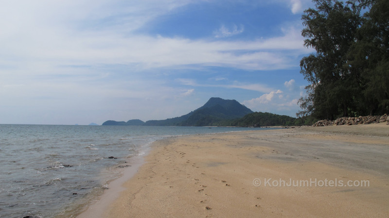Golden Pearl Beach looking north, with Koh Pu in the background