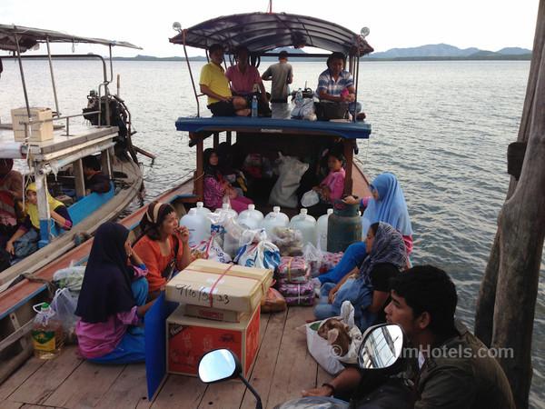 Ferries To Koh Jum : Koh Jum