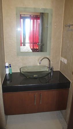 Khlong Nin Apartments Master Bathroom