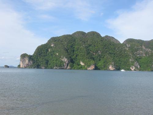 An Island of Lanta Noi