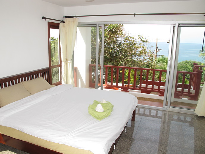 Bedroom with ensuite Sun Set Villa Kantiang bay