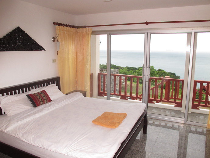 Oriental Pool Villa Front Bedroom