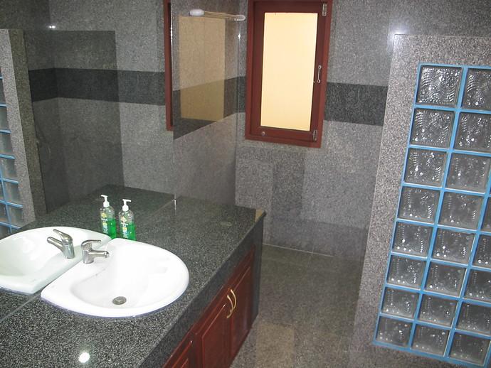 Oriental Pool Villa ensuite bathroom