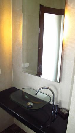 En suite wash basin