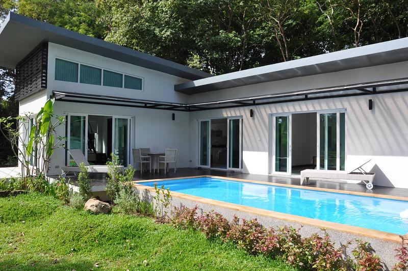 Koh Lanta Pool Villa Klong Khong Pool during the day