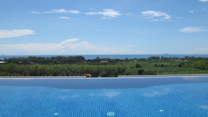 Kulraya private infinity pool with breathtaking sea views