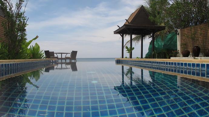 Lanta Beachfront Private Infinity Pool