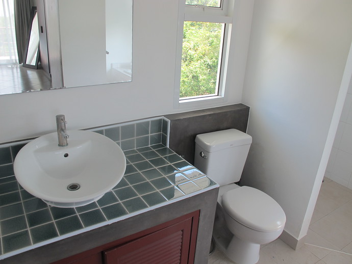Upper Bedroom En suite Bathroom