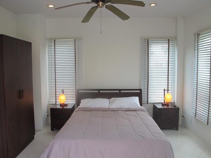 Sea Life Villa Downstairs bedroom