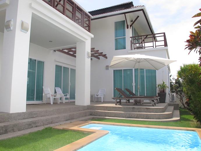 Sea life Villa Pool and garden area