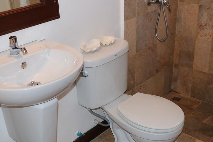 Villa Anakira double bedroom enjoys ensuite bathroom