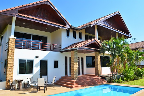 Villa Anakira exterior and pool