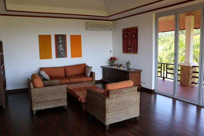 Villa Anakira Upper level lounge