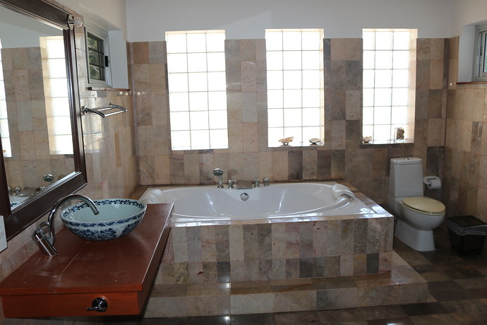 Villa Anakira Master bedroom ensuite bathroom
