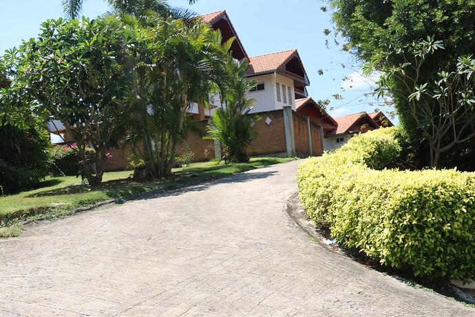 Villa Anakira the road to the villa