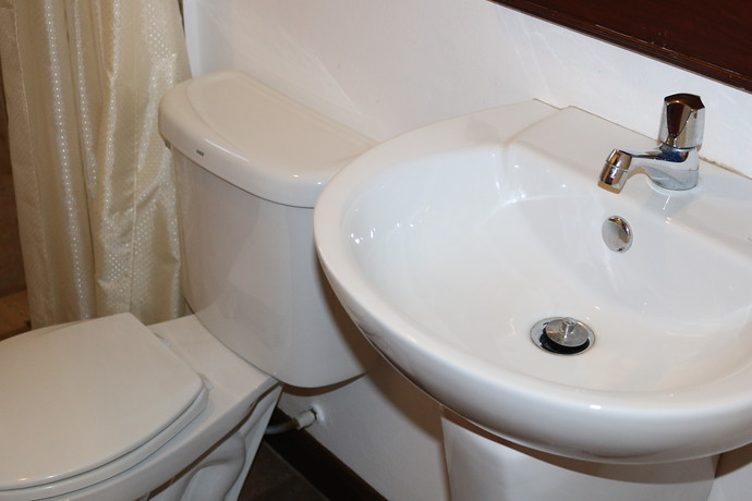 Villa Anakira Shared bathroom on the lower level