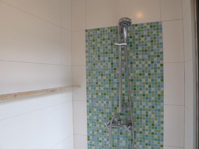 Shower in the ensuite bathroom at villa Itam