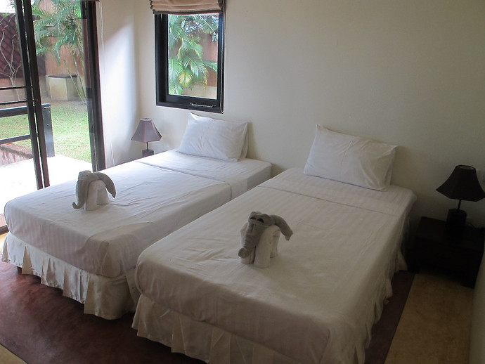 Villa Kuning Bedroom With Twin Beds