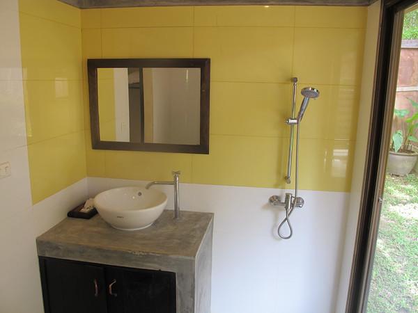 Ensuite Bathroom in villa Meray
