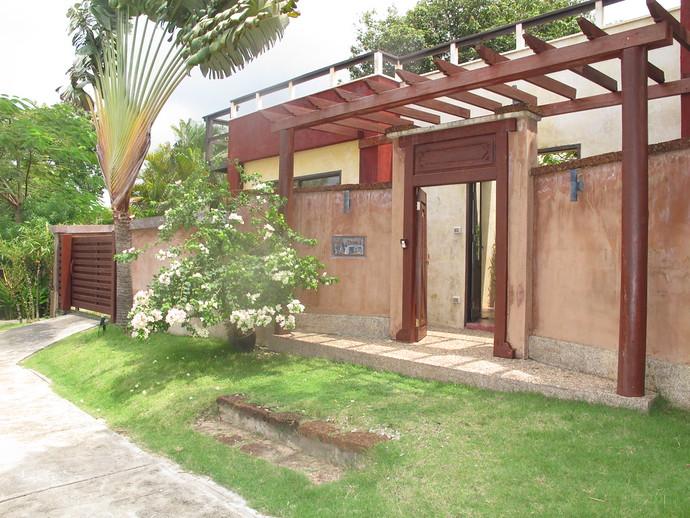 Entrance to Villa Meray