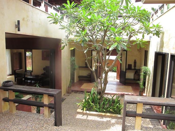 Villa Meray Entrance and courtyard