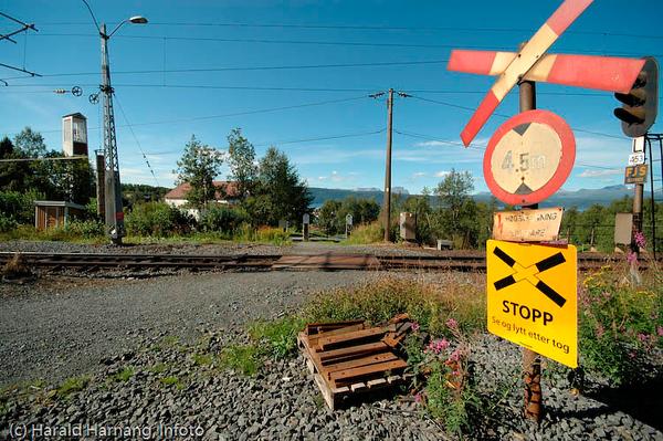 Usikret planovergang ved Fredskapellet i Narvik. Ofotbanen.