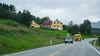 Trafikk, E6 i Ballangen, fargerike hus