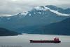 Malmskipi ballast på tur inn til Narvik. Skipet passerer Skjomen med Skjombrua bak. Foto fra Veggen.
