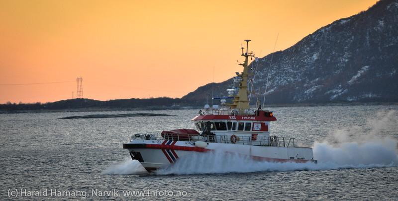 """Redningsskøyte: RS 108 """"Kaptein Skaugen"""", Skomvær-klassen. På tur inn/ut fra Skarstad i Efjord 22.1.2012 kl 13."""