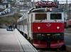 16.5.2011: Narvik jernbanestasjon, ettermiddagstog til Sverige. Godt med plass på perrongen og i toget.